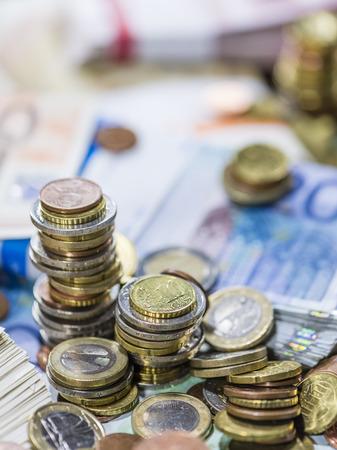 schein: Stacked Euro Coins on Banknotes