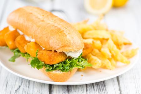 fishfinger: Fish Sticks on a sandwich (close-up shot; selective focus)