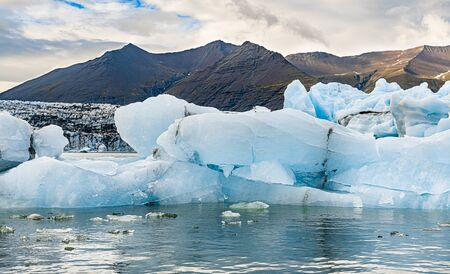 Jokulsarlon Glacier Lagoon in the eastern part of Iceland during a cloudy day Standard-Bild