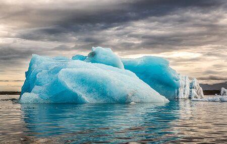 Spectacular sunset in the famous Jokulsarlon Glacier Lagoon Iceland Standard-Bild