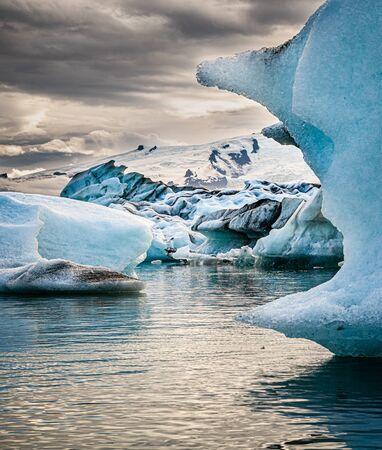 Famous Glacier Lagoon in Jokulsarlon (Iceland) during sunset Standard-Bild