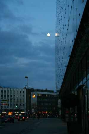 messe: Mirror building at night with moon. Hannover city, Germany Stock Photo