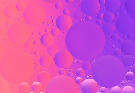Abstract colorful macro background of oil blubbles on water purple and magenta color gradient Фото со стока - 148595507