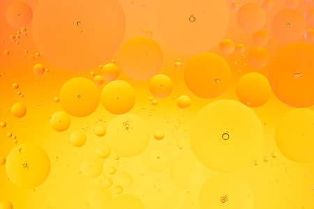 Abstract macro background of oil on water orange and yellow color gradient Фото со стока - 151687614