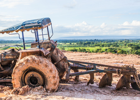 The image of  tractor wheel in the mud Imagens