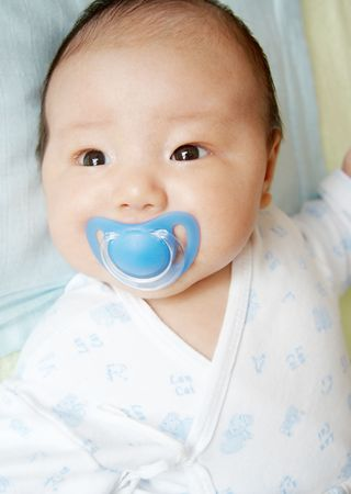 baby with soother: baby dummy suck