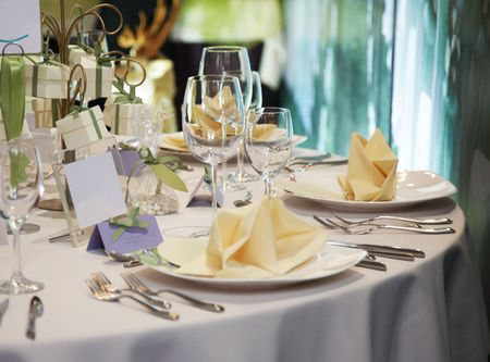 wedding table setting: elegant table setting for wedding