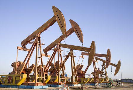 yacimiento petrolero: Pozo de petr�leo Foto de archivo
