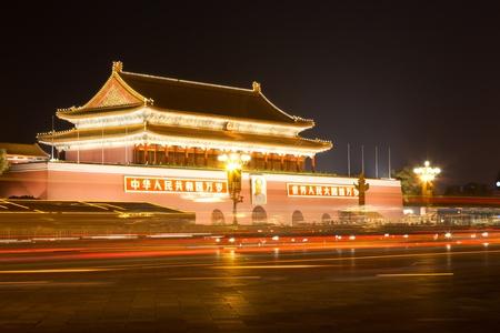 天安門、中国北京の夜のシーン。