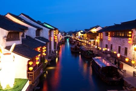 ヴェネツィア市の夜 - 蘇州、中国に容易になります。 写真素材