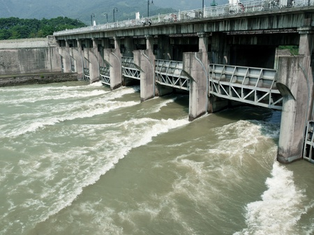 sluice: Water flowing through the overflow