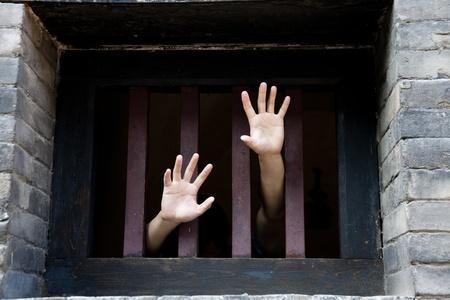 cellule prison: prisonnier
