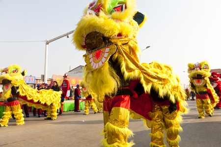 Yu County, Hebei province, China - February 5th, 2012: Chinese people celebrated Lantern Festival by showing traditional lion dancing. 免版税图像 - 12716641