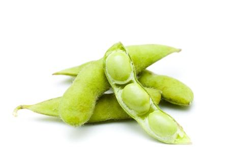 judias verdes: Soja fresco en el fondo blanco Foto de archivo