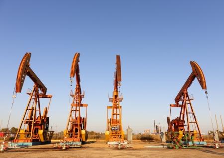 oil derrick: steel oil pump jacks   HDR