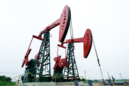 oil derrick: Oil industry
