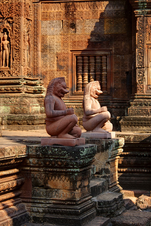 Guardians statues of Banteay Srei, Angkor Wat, Cambodia 免版税图像