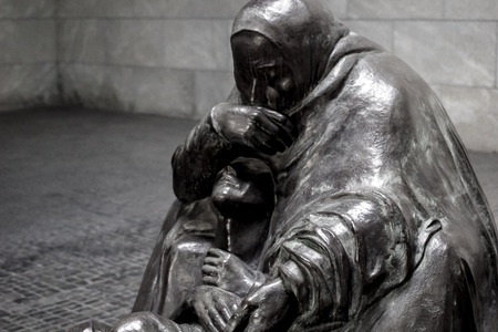 Mother with her Dead Son sculpture by K?the Kollwitz at Neue Wache