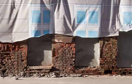 Wall ruined house with decorative curtain circumcised Фото со стока - 27042904
