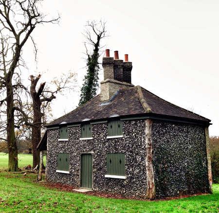 country park: Cottage en jardines del parque del pa�s del Reino Unido