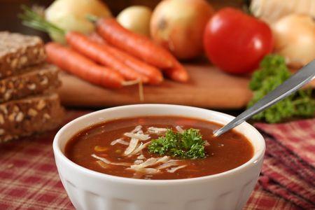 トマトのスープのボウル。