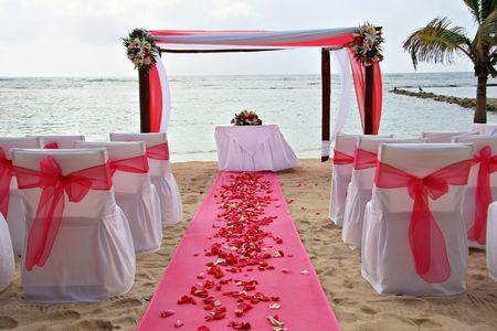 열 대 해변 결혼식입니다.