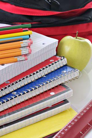 school bag: Volver a la escuela suministros Foto de archivo