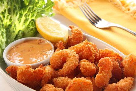 Deep fried shrimp platter, also known as popcorn shrimp