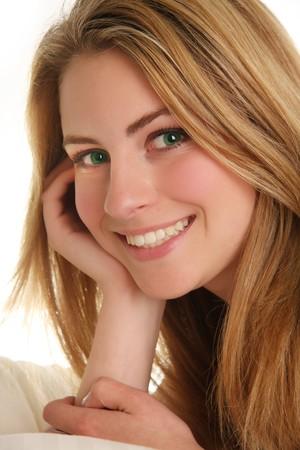 ojos verdes: Hermosa rubia adolescente.