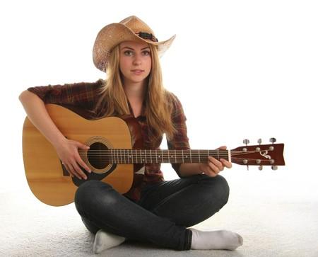 guitarra acustica: Adolescente tocando una guitarra ac�stica. Foto de archivo