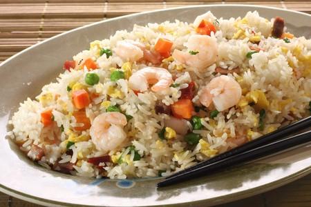 arroz chino: Arroz frito de camar�n.  Foto de archivo