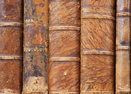 portadas de libros: Cuero verdaderamente antiguo hab�a enlazado libros.  Foto de archivo