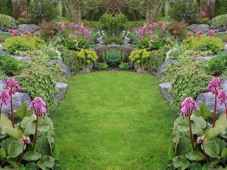 아름다운 봄 정원 다년생 침대. 수평으로도 사용할 수 있습니다.