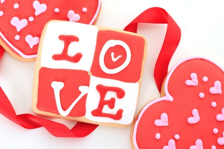 sweet heart: Valentine love cookie in red and white.