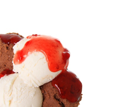 Chocolate and vanilla icecream scoops with strawberry sauce   Stock Photo - 13116374