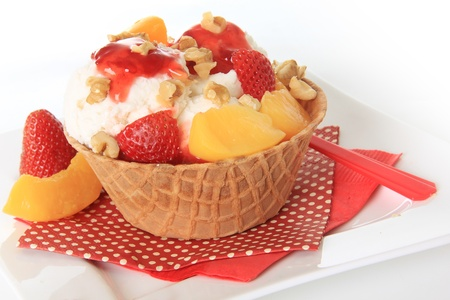 Vanilla Ice cream sundae with strawberry and peaches  Stock Photo - 13116379