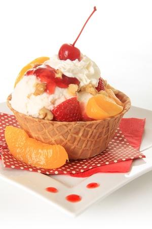ice cream sundae: Vanilla Ice cream sundae with strawberry and peaches  Stock Photo