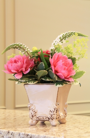 Elegant flower arrangement Imagens - 13882310