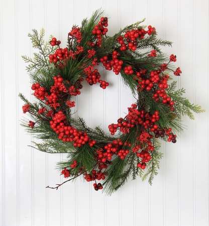 pine wreath: Christmas wreath of berries and evergreen