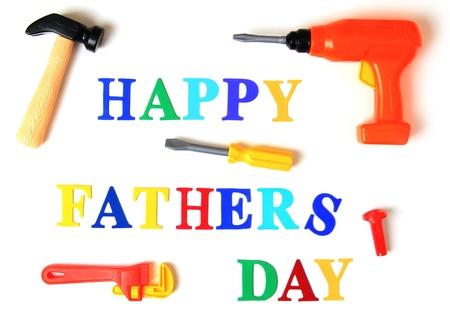 happy Fathers Day: D�a de padres feliz se exponen en letras de juguete y herramientas Foto de archivo