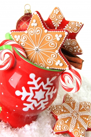 gingerbread cookies: Christmas mug filled with gingerbread cookies and candy  Stock Photo