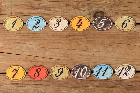 numero diez: Óvalo de la vendimia botones numéricos de madera en forma de una mesa de madera tiempo. Foto de archivo
