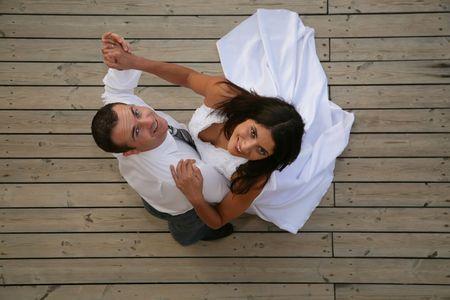 ちょうど結婚の花嫁と花婿のオープニング ・ ダンスを踊る