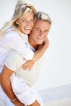 mujeres ancianas: Feliz pareja madura