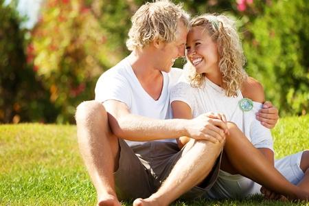 Heureux jeune couple. Banque d'images