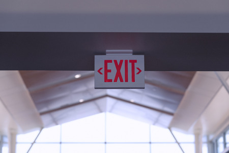 Exit Sign. Red Fire Escape Sign Hang on the Ceiling in the Airport. Stockfoto