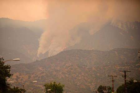 Breathing the air in California feels like chain-smoking. The fuels are extremely dry. Big wildfire. 免版税图像