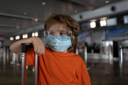 Travel. Coronavirus protection. Child face in a mask. 免版税图像