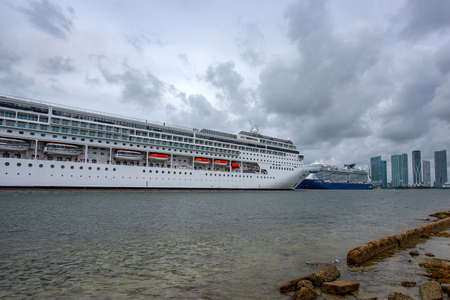 Miami, FL, USA - 2020: Cruise liners in the port of Miami. Vacation and travel, adventure. 免版税图像