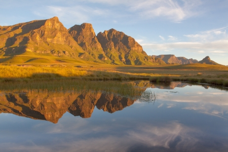 suid: Reflection of the Peaks